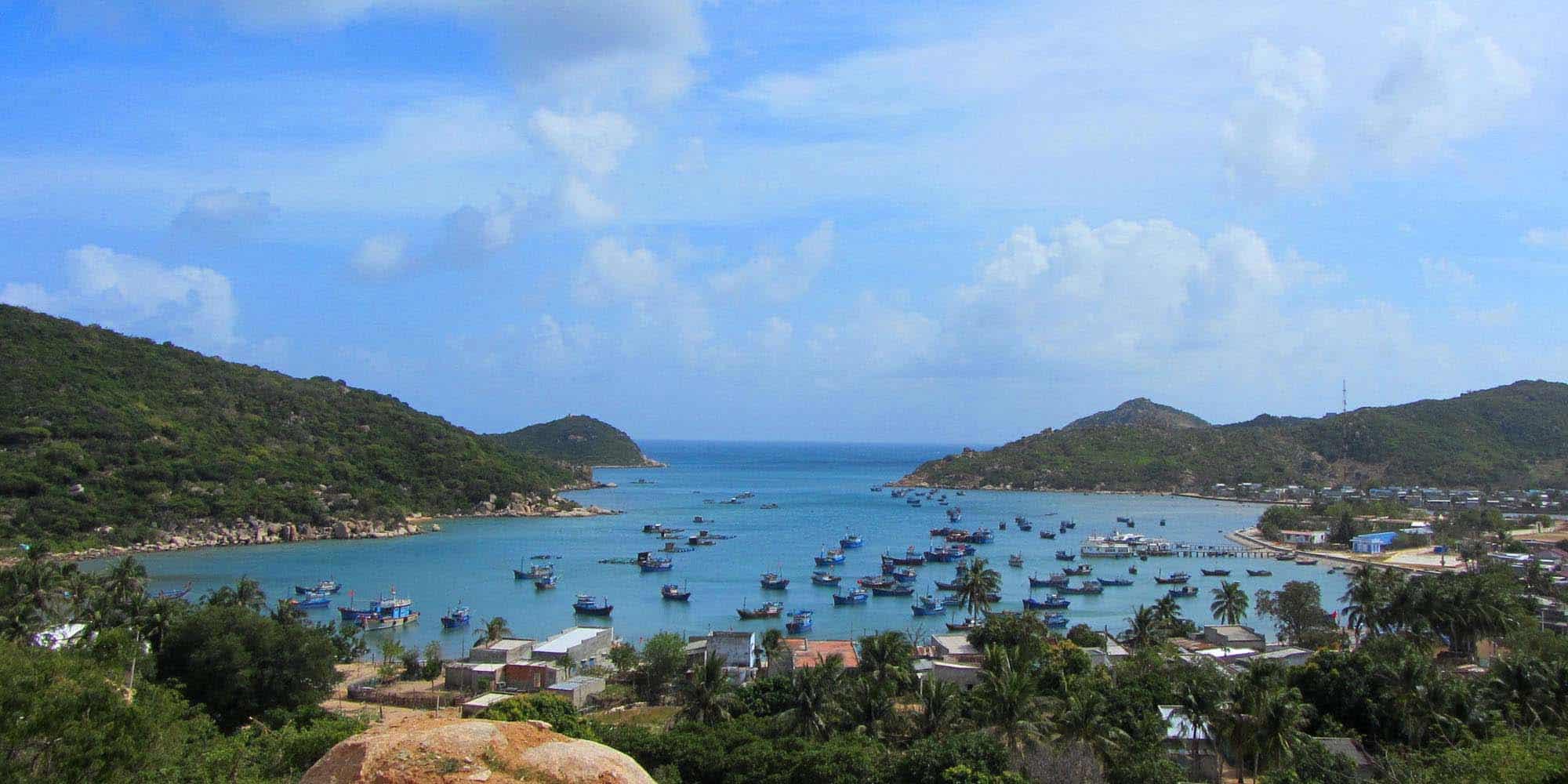 Explore Vinh Hy Bay
